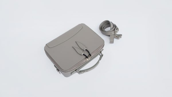 Clau Messenger Box
